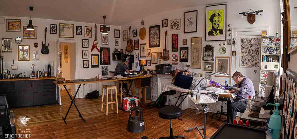 Photo de l'atelier tatouage à l'étage